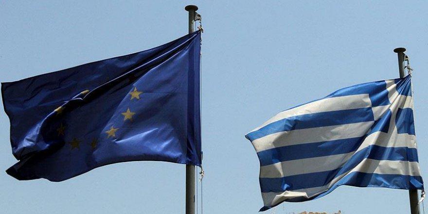 Yunanistan artık yalnız başına
