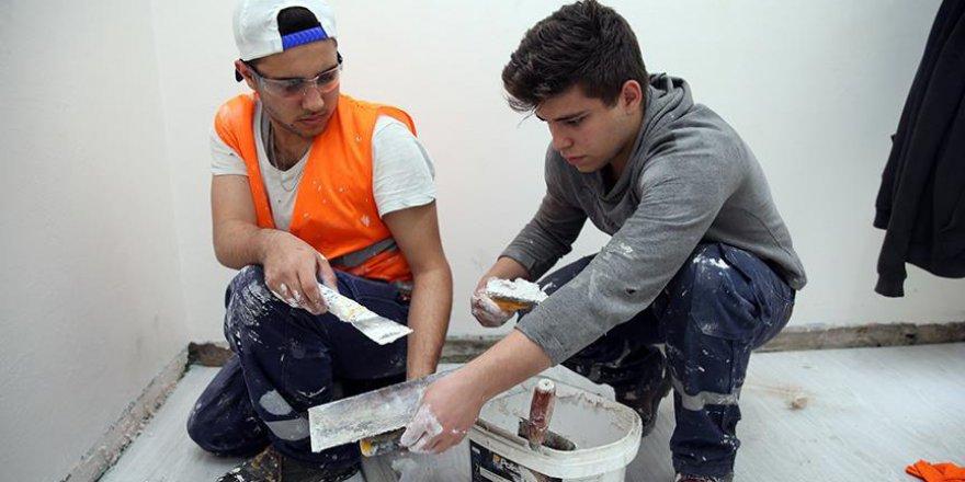 Trabzon'daki proje kapsamında öğrenciler ihtiyaç sahiplerinin evlerine gidiyor