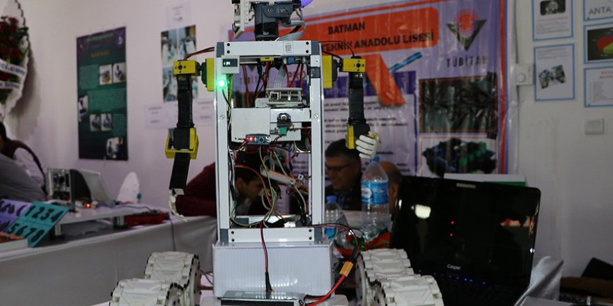 Lİse öğrencilerinden hemşireler için yardımcı robot