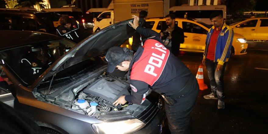 """İstanbul'da 2400 polisin katılımıyla """"Yeditepe Huzur"""" asayiş uygulaması"""
