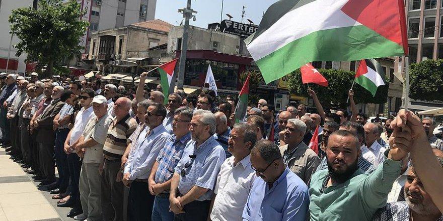 Şehit Filistinliler için sela okundu gıyabi cenaze namazı kılındı