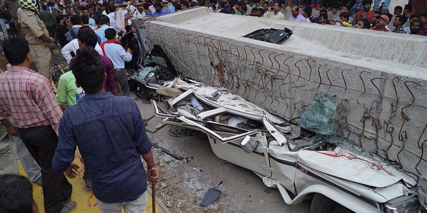 Hindistan'da üst geçit felaketi