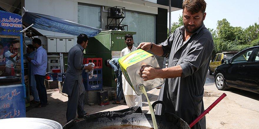 Pakistan'da iftarın vazgeçilmezi samosa