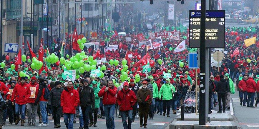 Belçika'da çalışanlar sokaklara çıktı