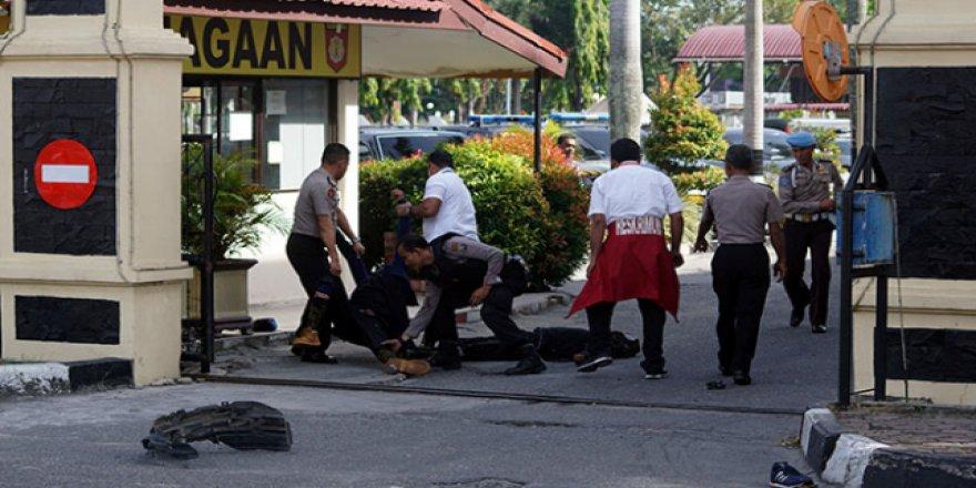 Endonezya'da polis merkezine saldırı: 1 ölü