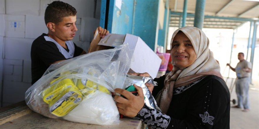Katar'dan Filistinli mültecilere yüklü bağış
