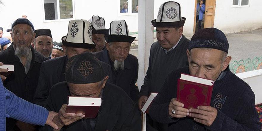 Kırgızistan'da 10 bin Kur'an-ı Kerim sevinci