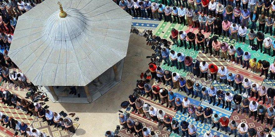 Ramazanın ilk cuma namazında Filistinliler için dua