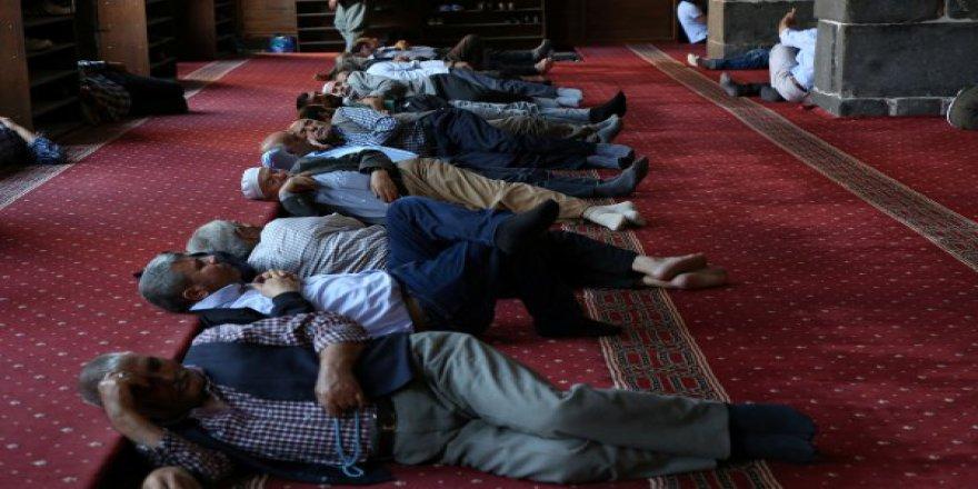 Diyarbakırlılar Ramazan'ı sıcaklarla karşıladı