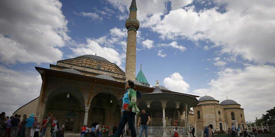 Hz. Mevlana'nın Türbesi Ramazan'da dolup taşıyor