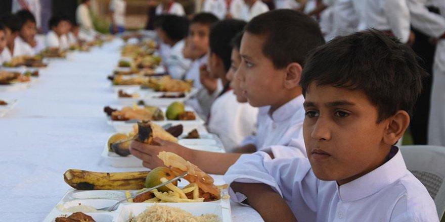 TİKA sofrasında yetimler iftar yaptı
