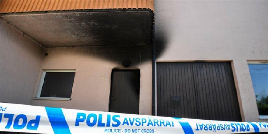 İsveç'te mescite çirkin saldırı