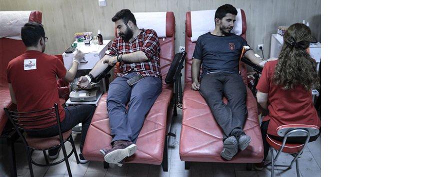 Kan bağışı noktalarının Ramazan mesaisi