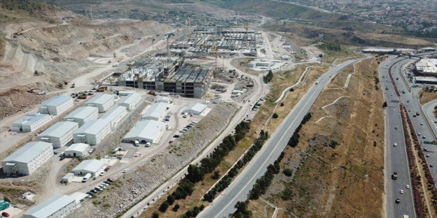İzmir'in en büyük hastanesi bir yıl erken açılacak