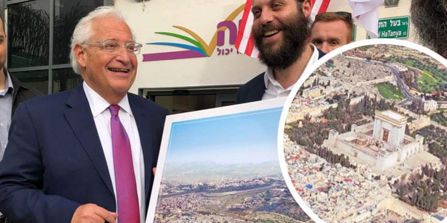 ABD büyükelçisi, Mescid-i Aksa'nın yokedildiği resmi gülerek aldı