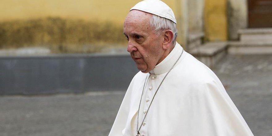 Papa 'İslamiyet'in terörle bir tutulması' sorusunu cevapladı