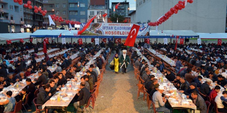 Ağrı'da 'kardeşlik iftarı'na yoğun katılım