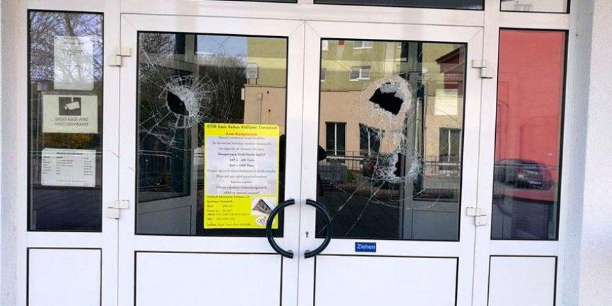 Berlin'deki Camiye çirkin saldırı
