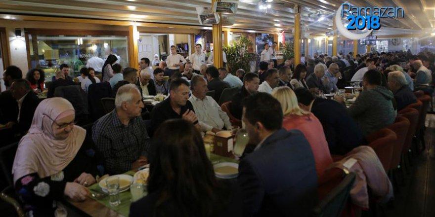 Bosna Hersek'te kardeşlik sofrasında iftar