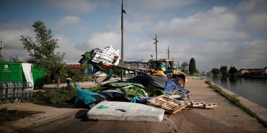 Paris polisi mülteci kampına saldırdı