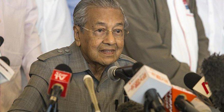 Kayıp Malezya uçağı bilmecesi sürüyor