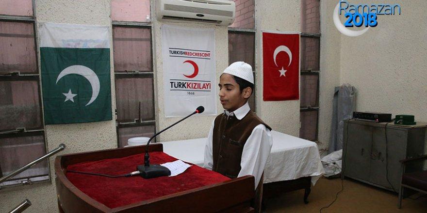 Kızılay, Pakistan'daki yetimlere iftar verdi