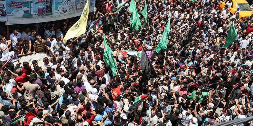 İsrail'in katlettiği Gazze'nin 'yardım meleği' son yolculuğuna uğurlandı