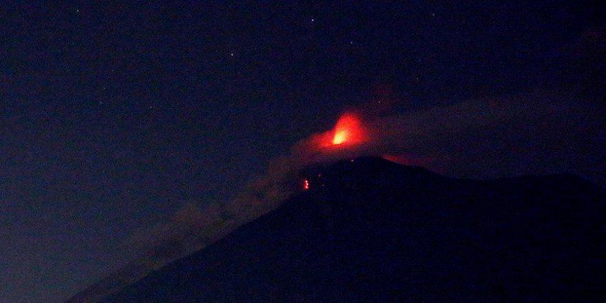 Guatemala'da Yanardağ patladı