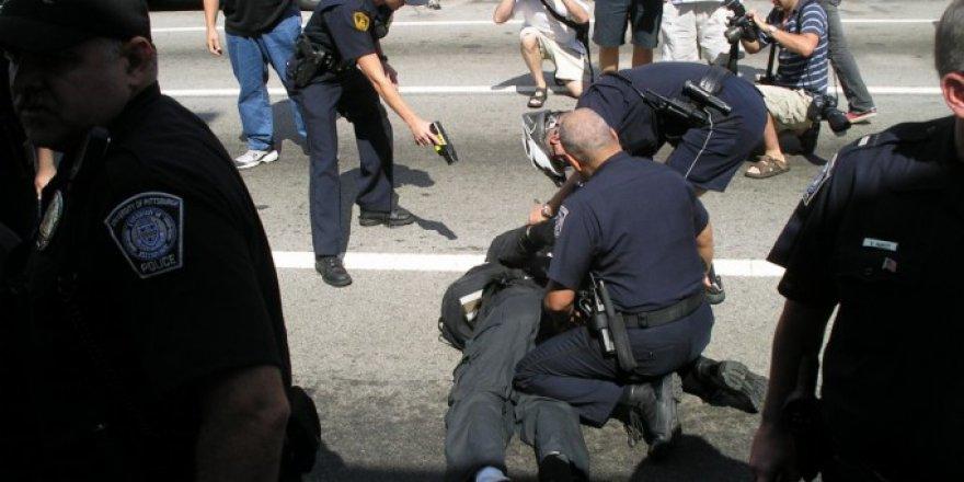 ABD polisi siyahi genci orantısız güç ile durdurdu