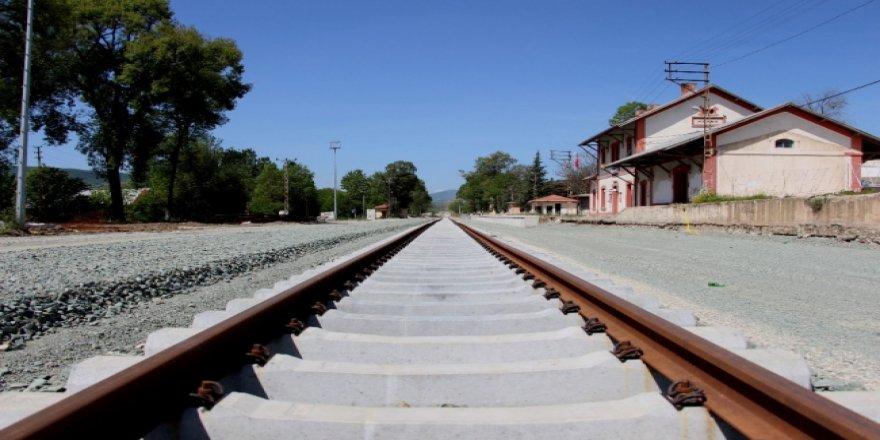 90 yıllık demiryolu hattı yenilemesi bitmek üzere