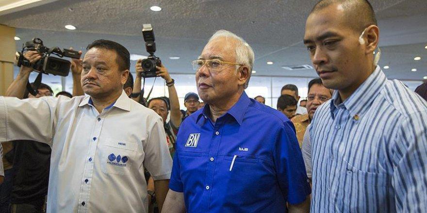Eski Malezya Başbakanını aklayan başsavcı görevden alındı