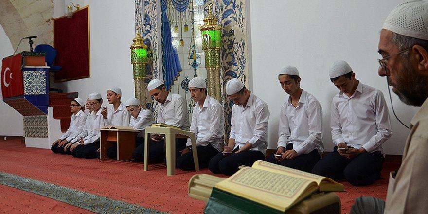 Kütahya'da itikafa tarihi camilerde giriyorlar