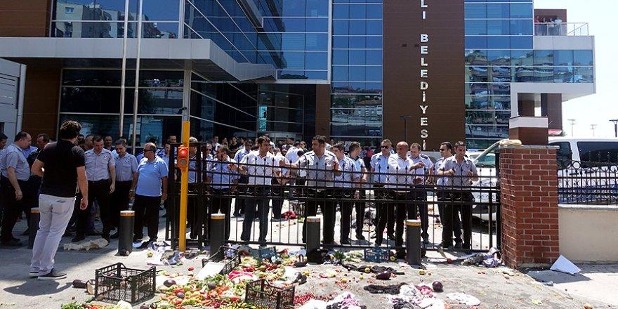 İzmir'de pazarcıların belediye isyanı