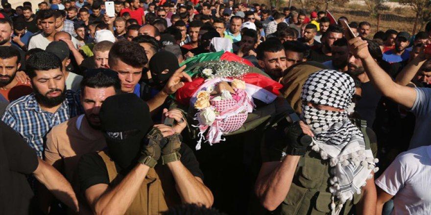 21 yaşındaki Filistinli şehidin cenazesi doldu taştı