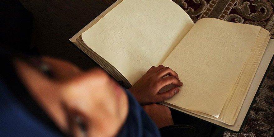 Engelliler için kabartma Kur'an-ı Kerim'e ihtiyaç var