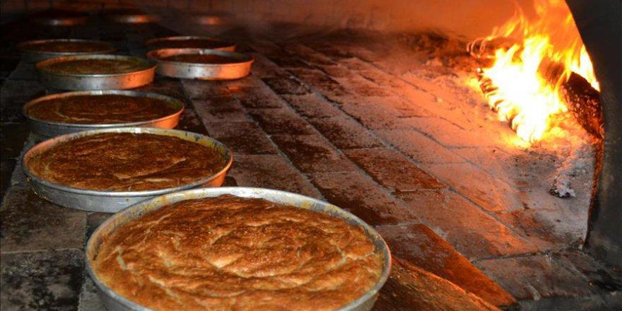 Aksaray'a özgü tahinli pide Ramazan sofralarını süslüyor
