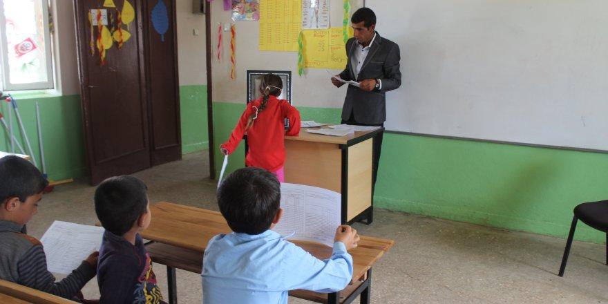 Şehit öğretmenin okulunda buruk karne sevinci