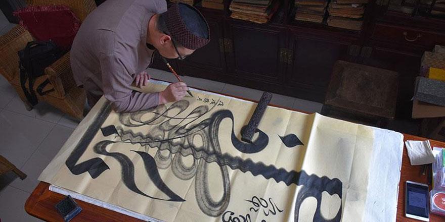 Çinli Müslüman hattat yüzlerce yıllık sanatı yaşatıyor