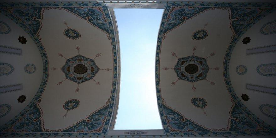 Kubbesi açılan Safa Camii'ne yoğun ilgi