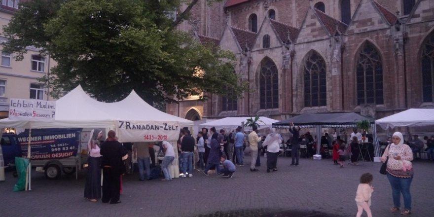 Kilisenin yanına Ramazan çadırı açıldı