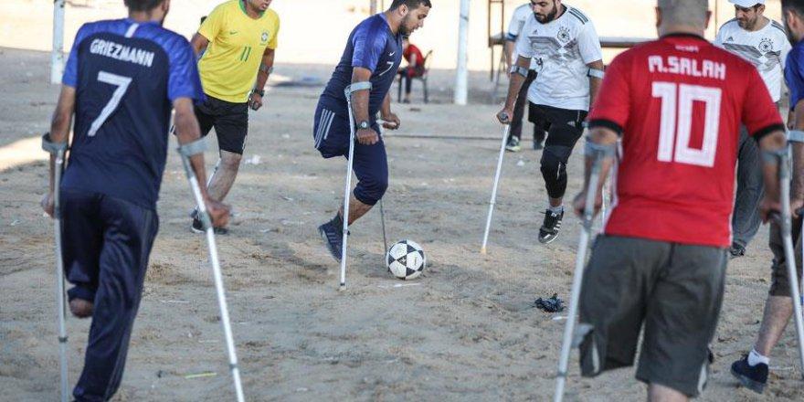 Gazzeli engelliler İsrail sınırında maç yaptı