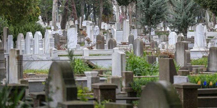 Öldükten sonra amel defterleri kapanmayan üç kimse kimlerdir?