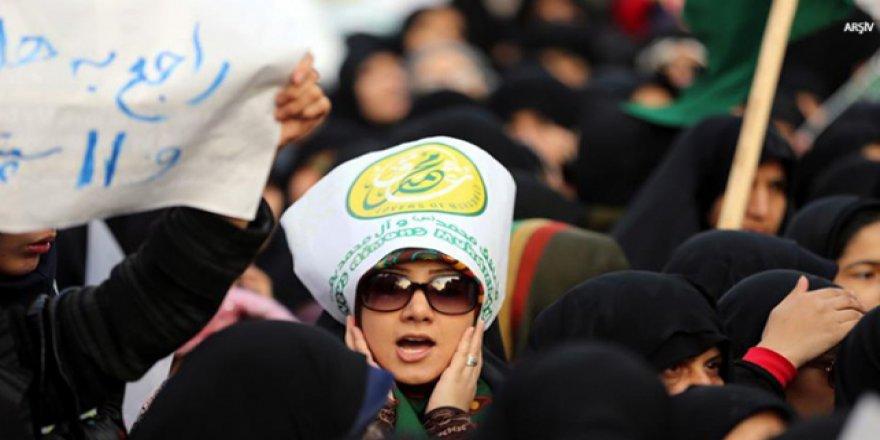 Bu da yanlış: İran'da zorunlu başörtüsü protestosuna hapis cezası