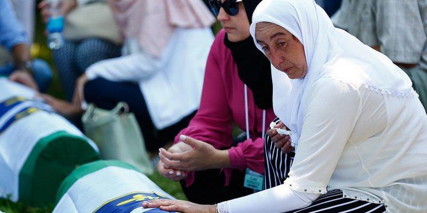 Srebrenitsa soykırımının kurbanları anılıyor