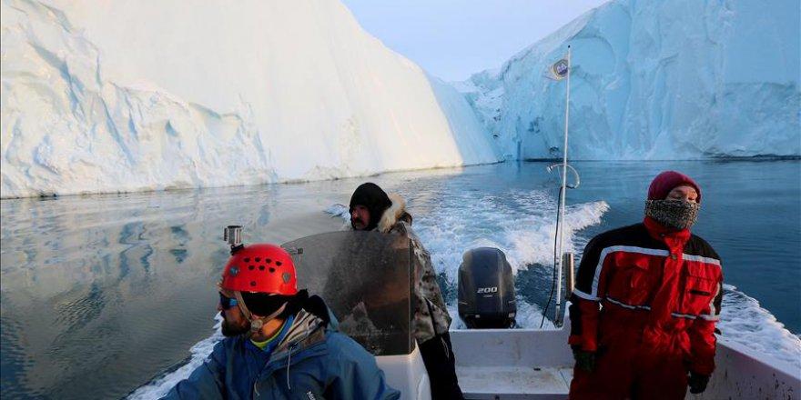 Köye yaklaşan buz kütlesi harekete geçirdi