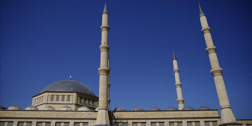 Antalya'da 15 bin kişilik cami yapılacak