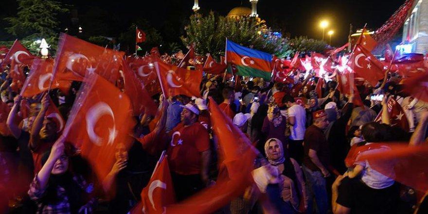 İBB'nin 15 Temmuz programına binlerce vatandaş katıldı