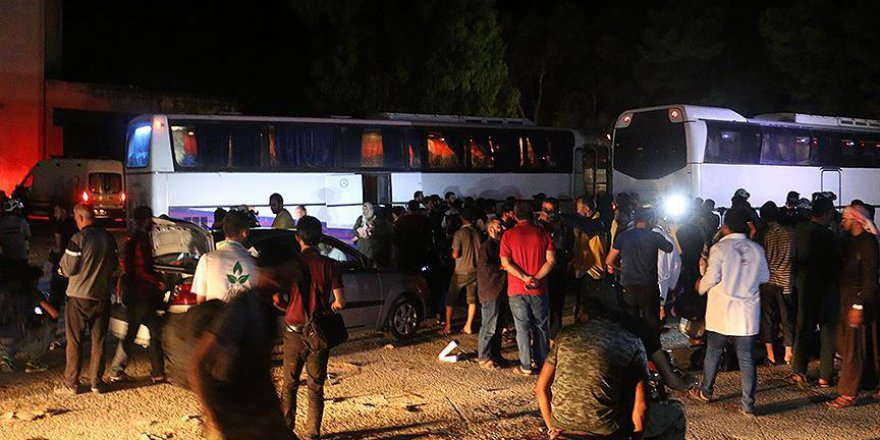 Dera'nın ilk tahliye konvoyu Hama'da