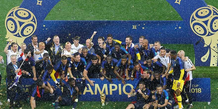 Fransa'yı Müslüman ve göçmen futbolcular dünya şampiyonu yaptı
