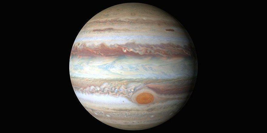 Jupiter'in 12 uydusu daha varmış